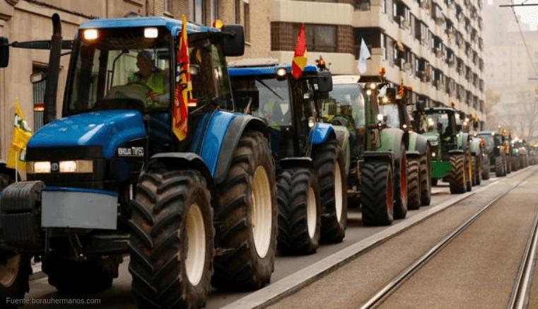 Sanciones a agricultores que circulan con tractores por suelo urbano